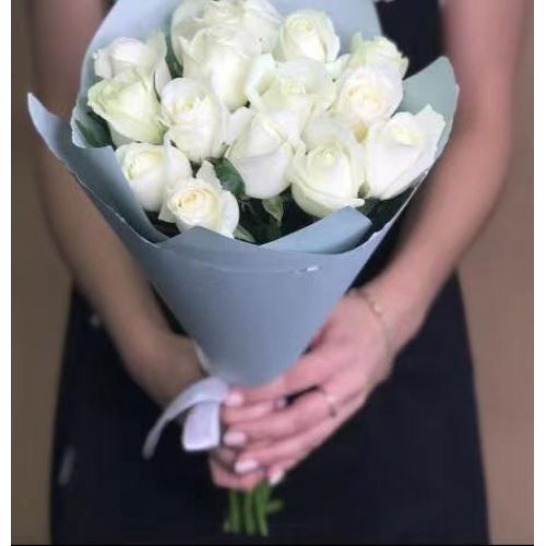 Купить на заказ 15 белых роз с доставкой в Сарани